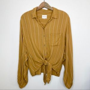 American Eagle NWOT button down tie front blouse M